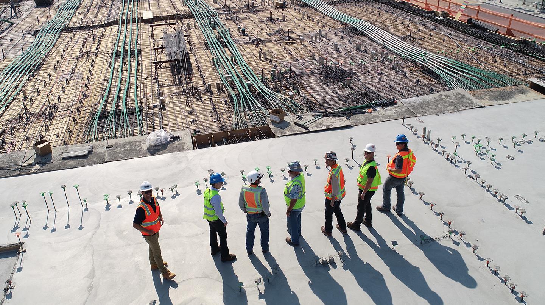 Más de 15 años en el sector de la construcción y un portafolio que abarca una amplia gama de sectores y proyectos